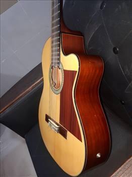 گیتار آریا آ کا30 (cut away) پیکاپ دار